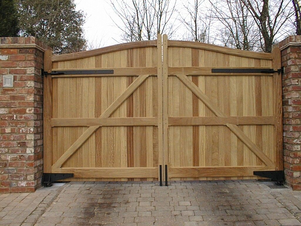Wiltshire Timber Driveway and Garden Gates | HRG Services