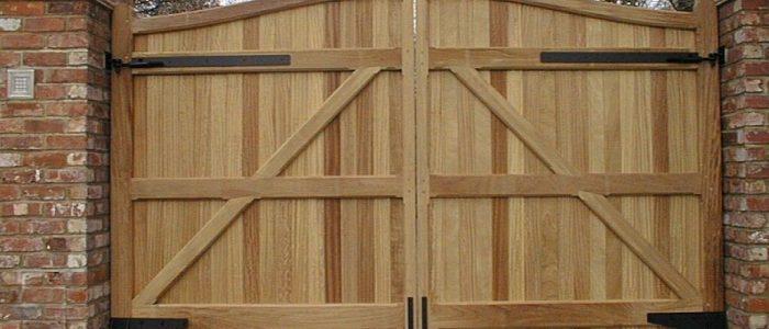 Wooden-driveway-gate